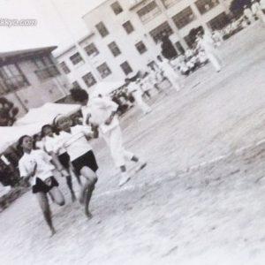 広島県内の朝鮮初・中・高級学校の合同運動会の様子(一九六一年)。運動場がなかったため、天満小学校の運動場を借りて、運動会を行ったという。広島朝鮮中高級学校『学校沿革史』(一九六六年)より転載。