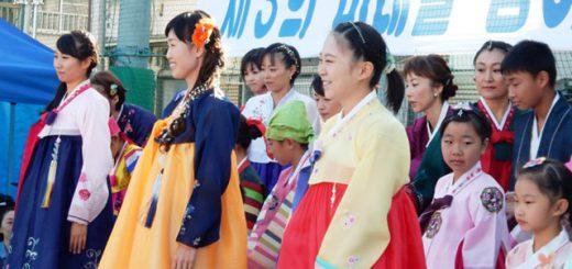 写真は、東京第三での「MORE(モア)모아(モア)フェスタ大山2015」(10・26)