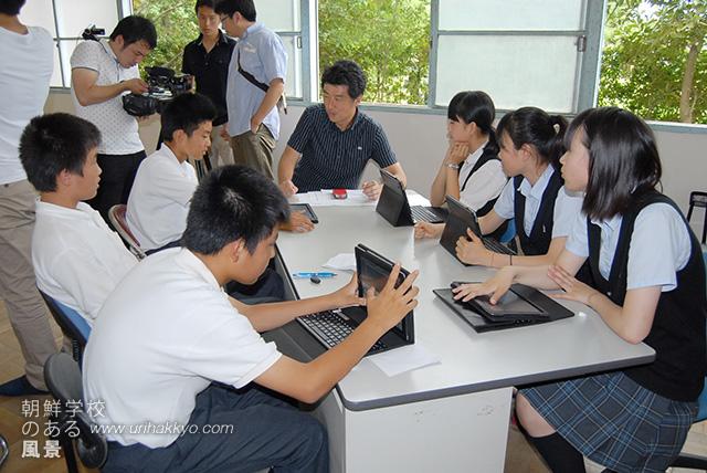 民族フォーラムを前に行われたプレゼンテーションの授業