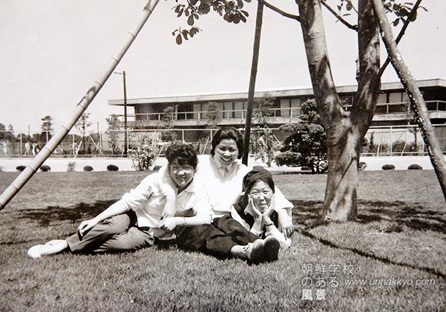 3人の4期生と一緒に(1959・秋 中央が金さん)