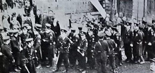 朝鮮学校になだれ込んだ警官隊